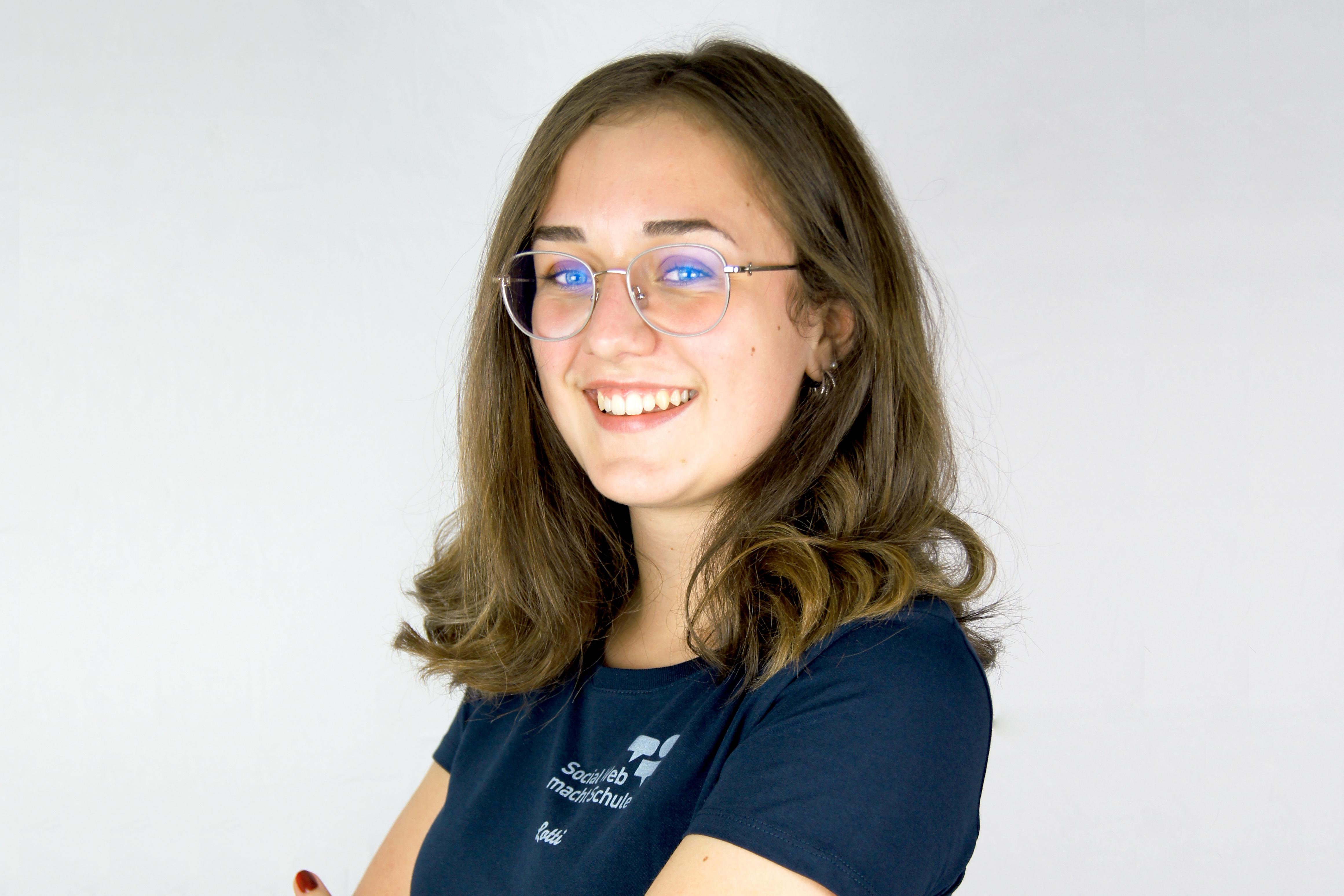 Lotti - Ehrenamtliche Schülerin bei Social Web macht Schule